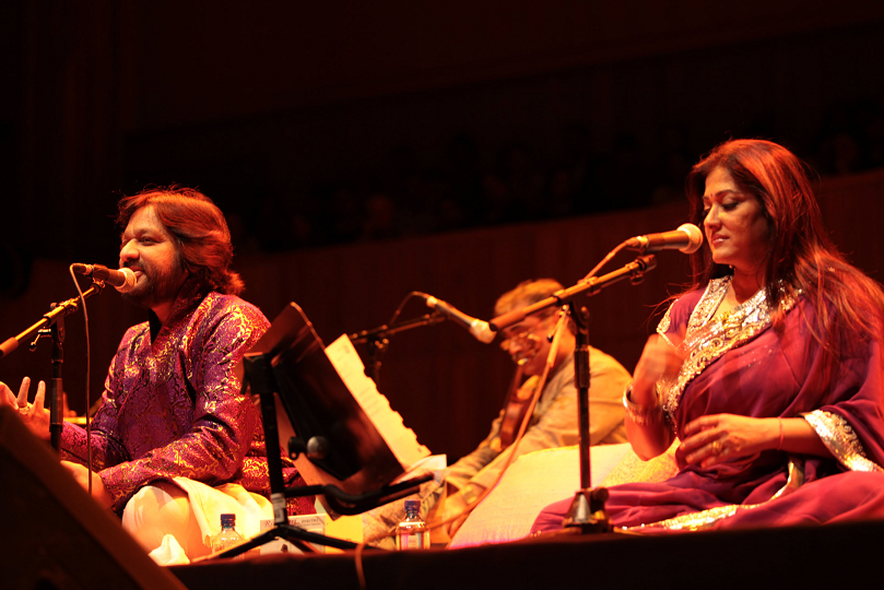 Roop Kumar and Sunali Rathod will perform Bollywood hit songs at the Symphony Hall in Birmingham
